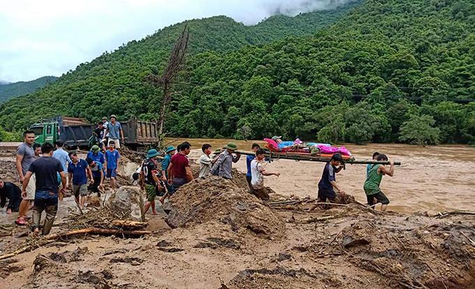 Floods destroyes homes, roads in border province (hari edited) - 7