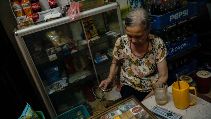 Exploring a few urban caves in Vietnams capital city (reup-edited) - 9