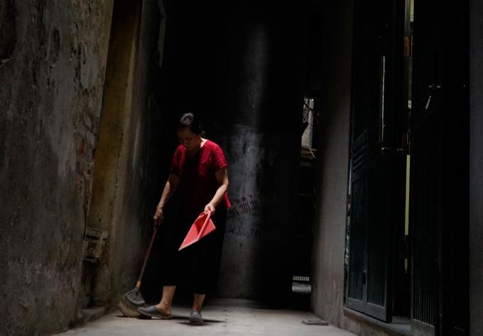 Exploring a few urban caves in Vietnams capital city (reup-edited) - 11