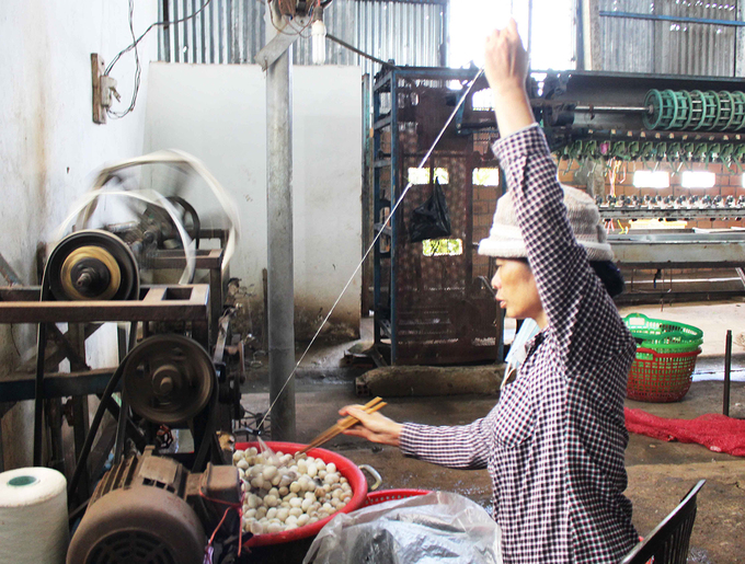 Silk reeling is done entirely manually. The mill owner wants to follow the long-standing methods as a way to retain the tradition of the craft. This stands out as a selling point for tourism, as visitors are introduced into the splendor of the reeling profession.