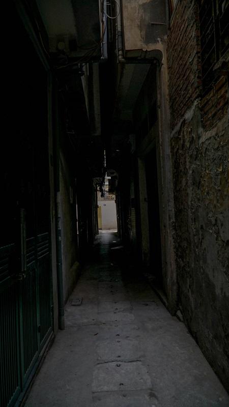 Exploring a few urban caves in Vietnams capital city (reup-edited) - 10