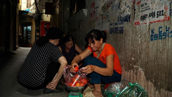 Exploring a few urban caves in Vietnams capital city (reup-edited) - 7