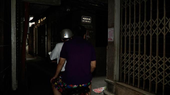 Exploring a few urban caves in Vietnams capital city (reup-edited) - 8