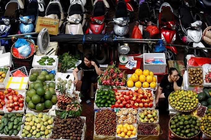 Half of Vietnamese think country still in recession: survey