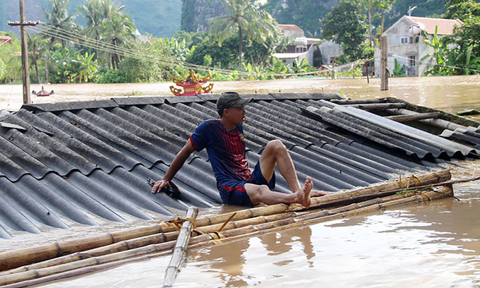 Flash floods, landslides caused by rain claim 14 lives in Vietnam
