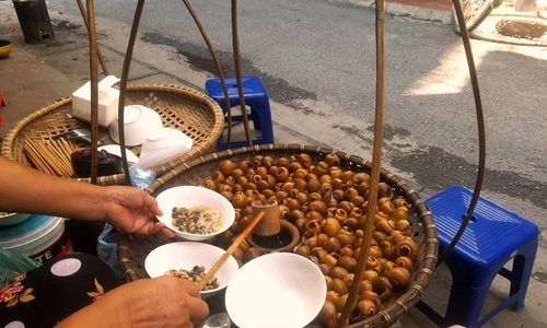 Chill this summer with Hanoi specialty: cold snail noodles