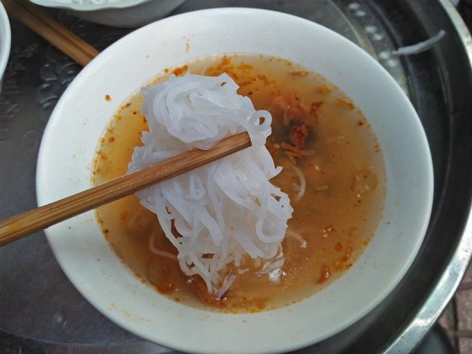 The thin noodle strands are dipped into the sour and sweet broth.