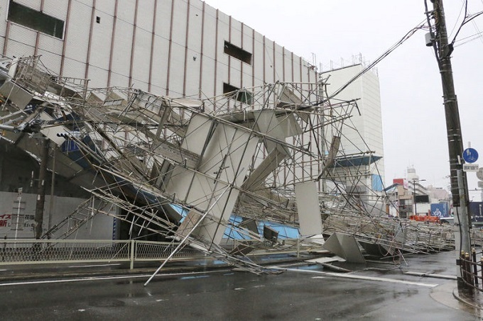Typhoon slices through western Japan, killing at least six