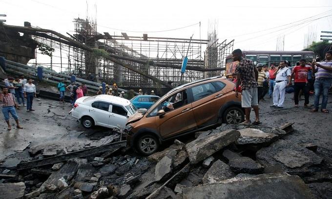 Flyover collapse kills one, injures 19 in Kolkata