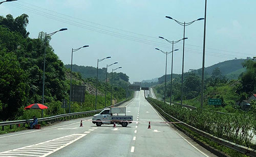 Traffic mishap closes 38km stretch of expressway in northern Vietnam