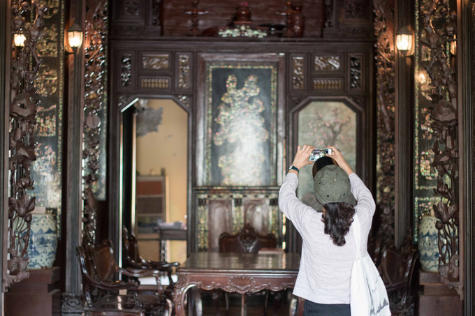 Phu Hai House is considered as one of the most perfectly preserved house. Many foreign visitors also expressed their admiration for the houses beauty. One visitor from England shared that it was her first time having an opportunity to visit a house with such value: This is also my first visit to Vietnam. Im fascinated by the architecture here, she said.
