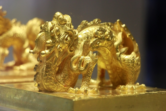 The important kings seal was made completely from gold with the detailed sculpture of a dragon heading up to the sky. The seal was created in the 17th year of Emperor Minh Mang (1836).