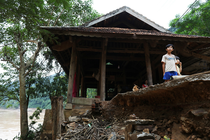 Families in Luong Minh now have to take shelter at higher places nearby. The dam operators said they discharge the water as planned, but there is no way locals here can prepare themselves for such a large amount of water at a time, Phuc said.