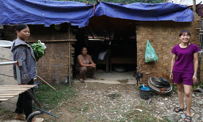 Thai and several others in her hometown now take shelter in this  temporary tent. Since the day I lost the house, I do not dare to sleep  well at night. Im afraid that the floods can return and I do not make  enough time to escape, she says.