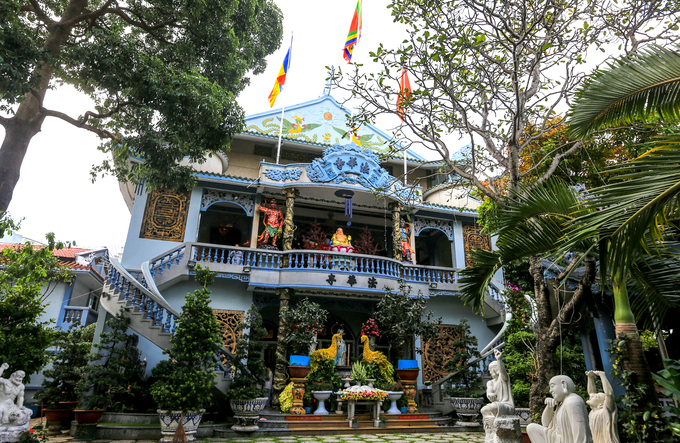 Century-old Saigon pagodas dazzling pottery collection