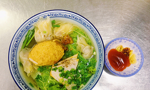 Fragrant broth, tasty dumplings keeps Saigon stall in business