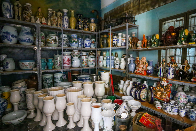 Century-old Saigon pagodas dazzling pottery collection - 2