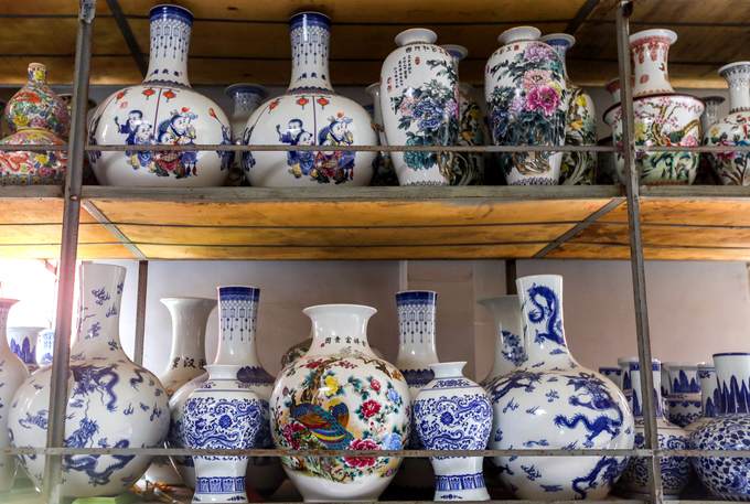 Century-old Saigon pagodas dazzling pottery collection - 3