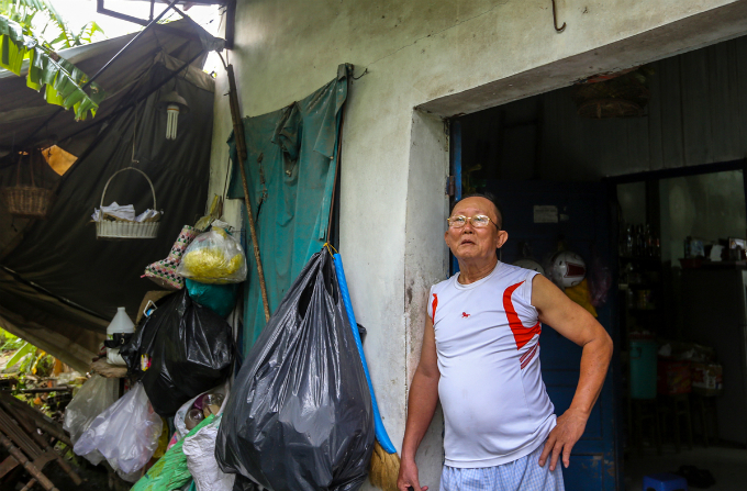 Hoang Minh Hai lives with his wife in this house. After the inspectors make conclusion on the violations of the citys authorities, Im quite happy but still worried because everything is still too vague.