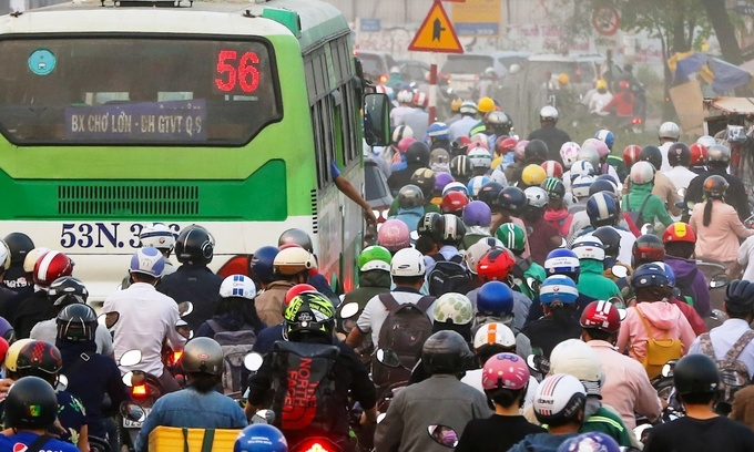 Living in small alleys? HCMC buses may still pick you up