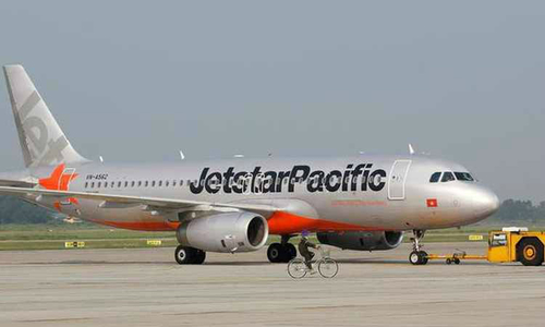 American has heart attack on Vietnam plane, in stable health now