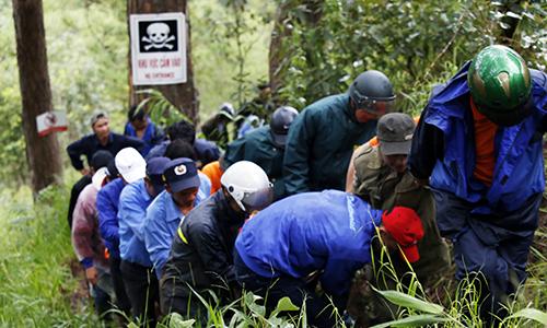 Korean tourist dies after jumping off Vietnam waterfall