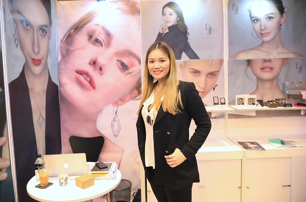 Elaine Shiu took her products to In Style  Hong Kong Exhibition, held in HCMC on September 20th- 21st.