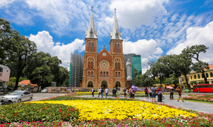 Saigon cathedral gets a floral boost