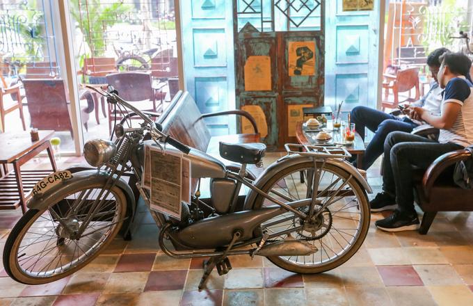 A Saigon café where a thousand things can talk to you - 8