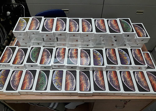 Saigon customs seize over 250 iPhones smuggled from the US