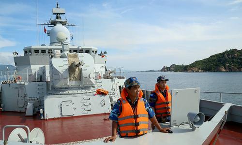 Vietnamese frigate on long naval journey docks in Japan