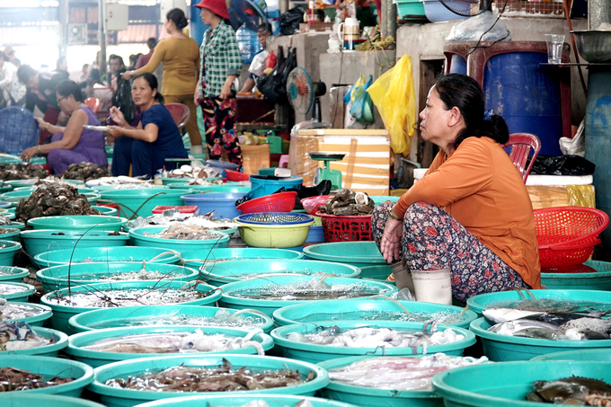 Seafood gets fresh in a Saigon suburb - 1