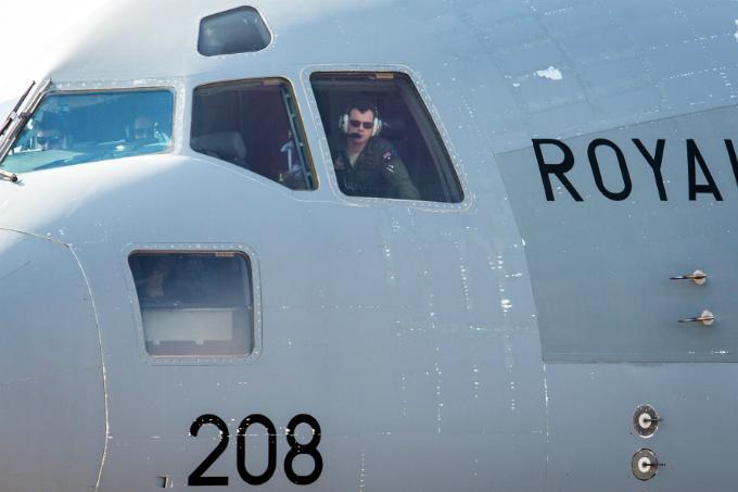 Australian military aircraft picks up Vietnamese doctors for U.N. peacekeeping mission - 1