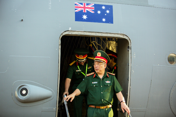 Australian military aircraft picks up Vietnamese doctors for U.N. peacekeeping mission - 4