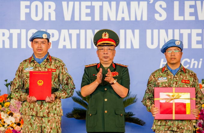 Vietnamese doctors leave for South Sudan on first UN peacekeeping mission - 3