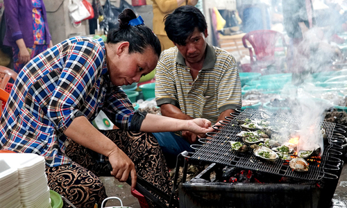 Visiting seafood market on HCMC's Can Gio coast