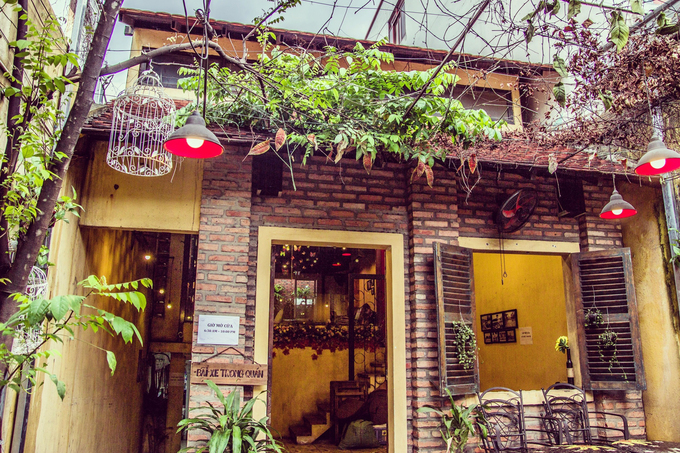 A Saigon café that you can retreat into