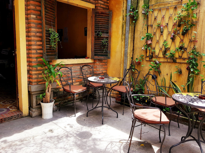 A Saigon café that you can retreat into - 8