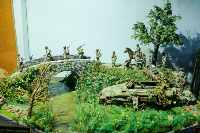 Saigon resident recreates historic events in miniature 3D figurines - 1