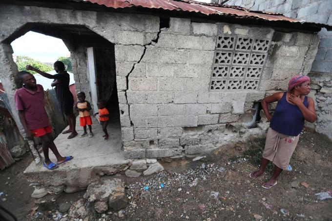 Haiti quake death toll rises to 15, and 300 injured