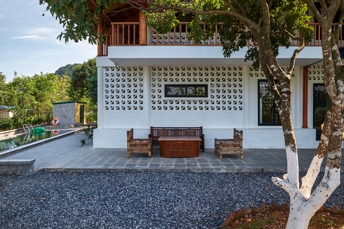 Fashion designer brings modern twist to stilt house homestay - 9