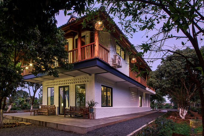 Fashion designer brings modern twist to stilt house homestay - 1