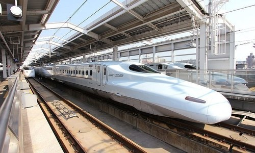 Vietnam should prioritize local factories for high-speed railway: senior official