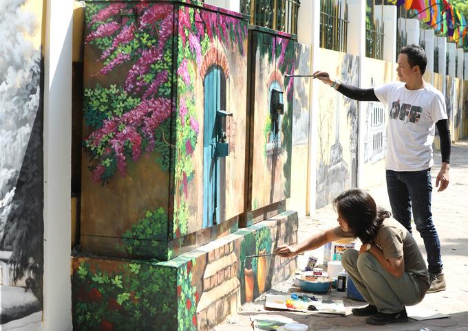 Hanois century-old high school draped in modern graffiti of ancient relics - SEN (unedited) - 1