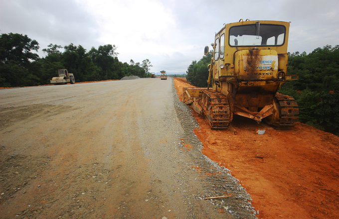 Central Vietnam expressway traversed a rough path, remains rough - 2