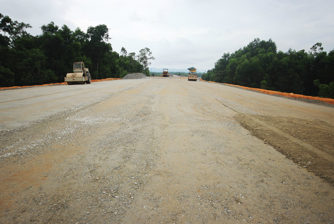Central Vietnam expressway traversed a rough path, remains rough - 5