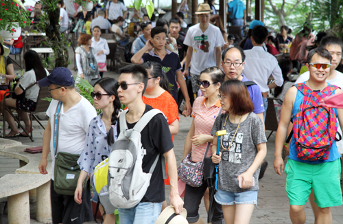 Vietnam cashes in on spending boom by Chinese tourists
