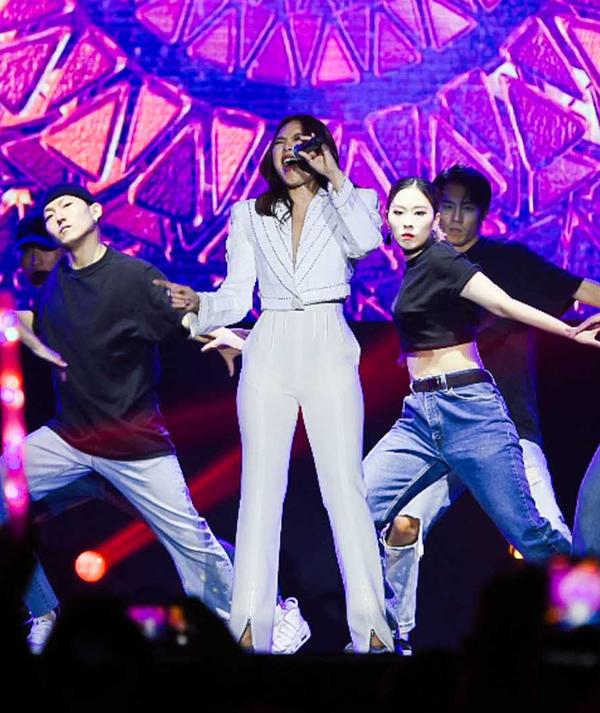 Vietnamese diva My Tam performs live to full house South Korea - 5