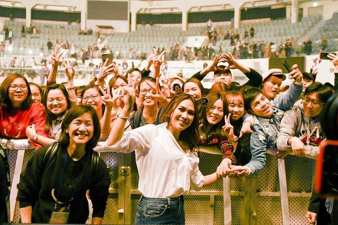 Vietnamese diva My Tam performs live to full house South Korea - 8