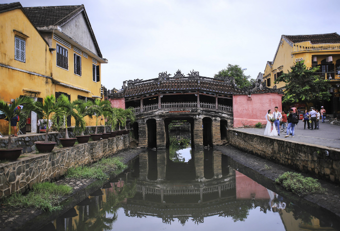 Hoi Ans 400-year-old bridge under threat as stinking wastewater looms large